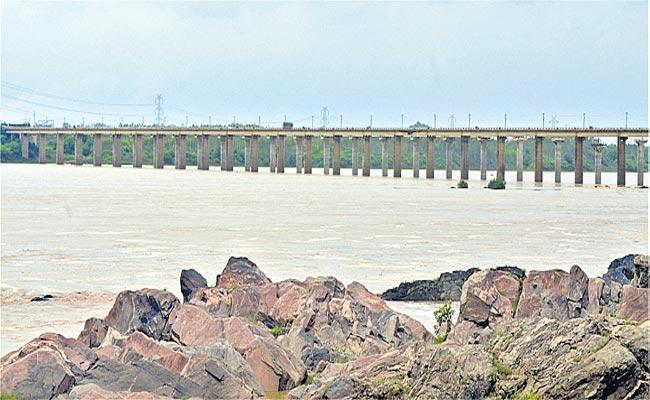The Water Level Of Godavari At Bhadrachalam Gradually Rising - Sakshi