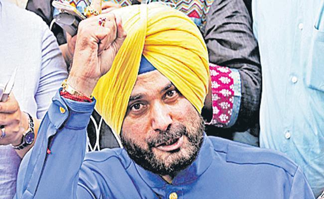 Navjot Singh Sidhu Raises Issues Of Farmers Protest - Sakshi