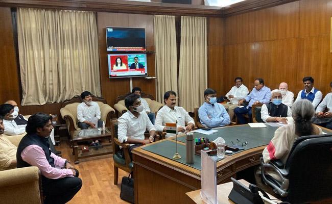 YSRCP MPs Complaint To PM Modi On Raghurama Krishnam Raju - Sakshi