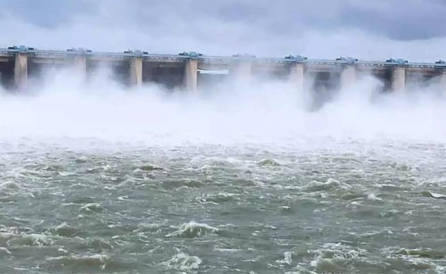 Krishna River Flood Water into Srisailam - Sakshi