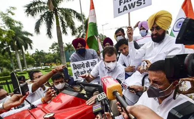 Rahul Gandhi Drives Tractor To Parliament Farmers Protest Against New Farm Laws - Sakshi