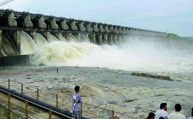 Sriram Sagar Project Official Trolled Over Flood Expectation - Sakshi