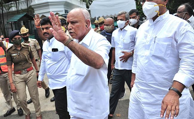 BS Yediyurappa Political Resign Challenges In Karnataka - Sakshi