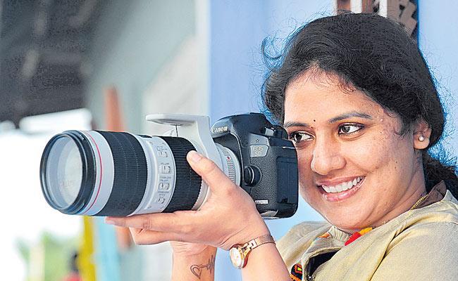 Manasa Alladi Founder Giggles photography Sucess Story - Sakshi