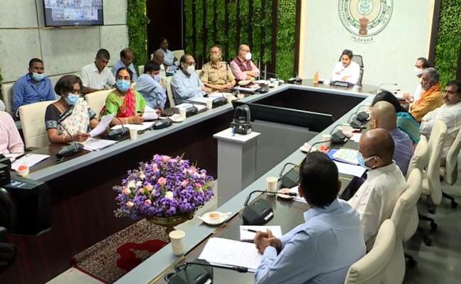 CM YS Jagan Mohan Reddy Video Conference On Spandana Programme - Sakshi