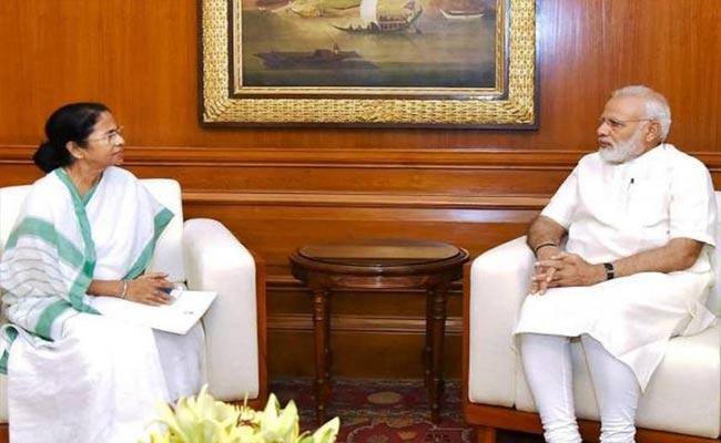 Mamata Banerjee Meetత PM Narendra Modi Today - Sakshi