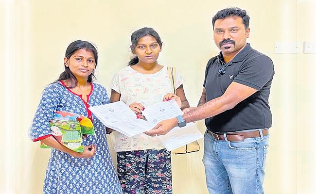 Two AP Women Safely Return To India From Qatar Over Fraud Jail Case - Sakshi