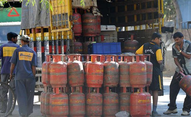 Good News For Lpg Consumers! Now Get Your Gas Cylinder Refilled From Any Distributor - Sakshi