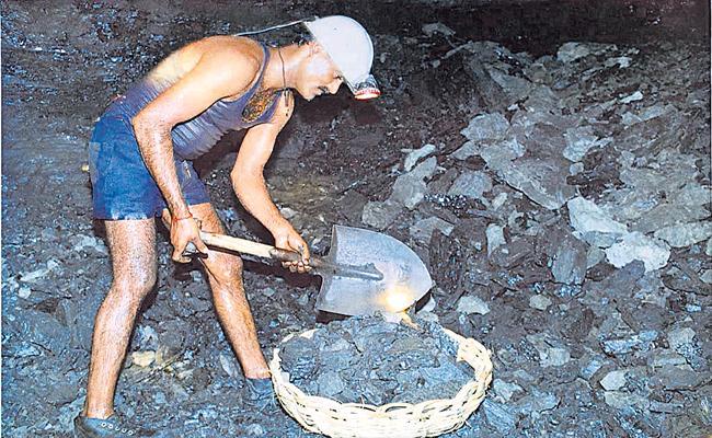Singareni Collieries Hikes Retirement Age to 61 Years - Sakshi