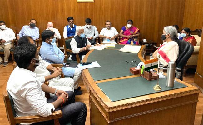 YSRCP MPs Meets Union Minister Nirmala Sitharaman - Sakshi