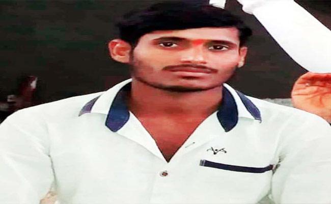 Husband Self Destruction In Nizamabad - Sakshi