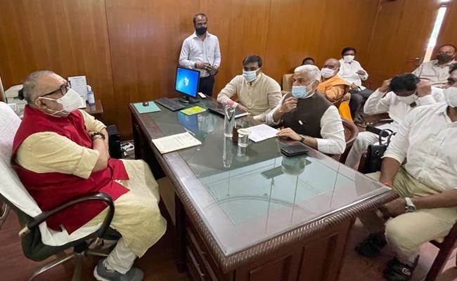YSRCP MPs Meets Union Minister Giriraj Singh - Sakshi