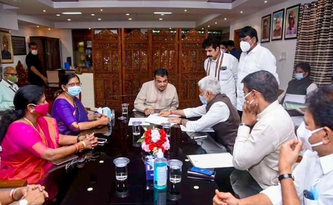 YSRCP MPs Meets Union Minister Gadkari - Sakshi