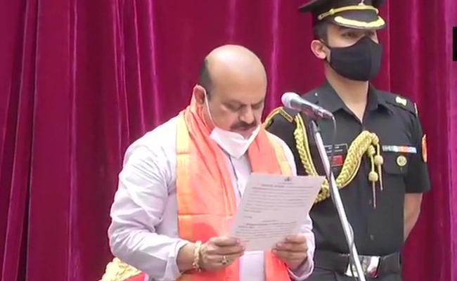 Basavaraj Bommai Take Oath As Chief Minister Of Karnataka - Sakshi
