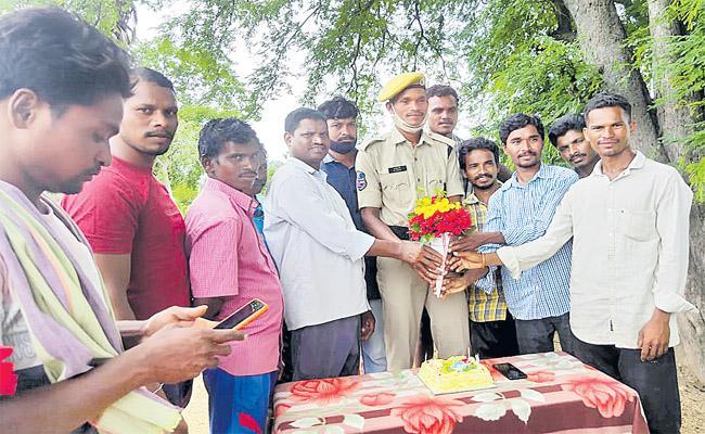 Bhadradri Tribal Village Guntimadugu Man Got Police Govt Job After 60 Years - Sakshi