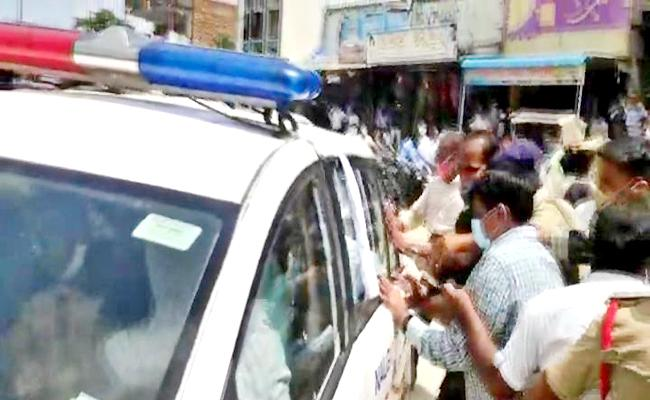 Tension Situation At Munugode MLA Komatireddy Rajagopal Reddy Home - Sakshi