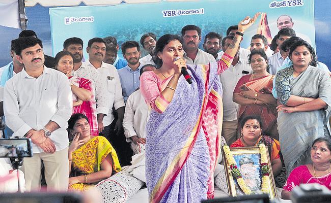 YS Sharmila Comments At Pullemla Unemployment Strike - Sakshi