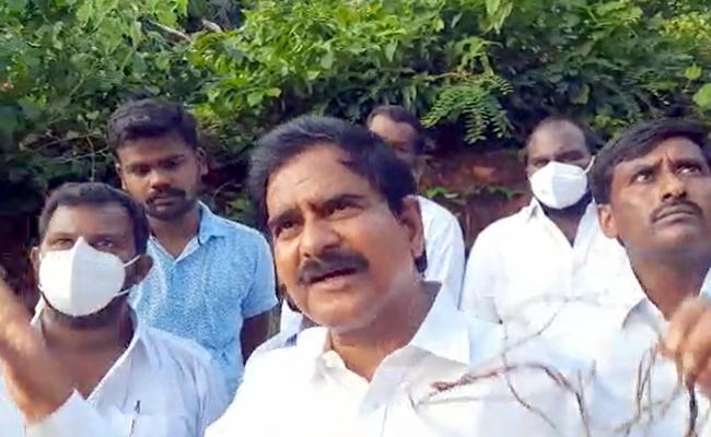 Tension prevails In Krishna District G Konduru Mandal - Sakshi