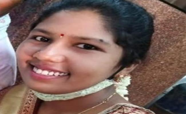 Lady Constable Lost Life After Getting Marriage One Month In Karnataka - Sakshi
