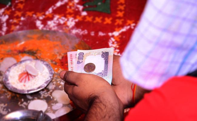 Fraud On Name Of Astrology In Guntur District - Sakshi