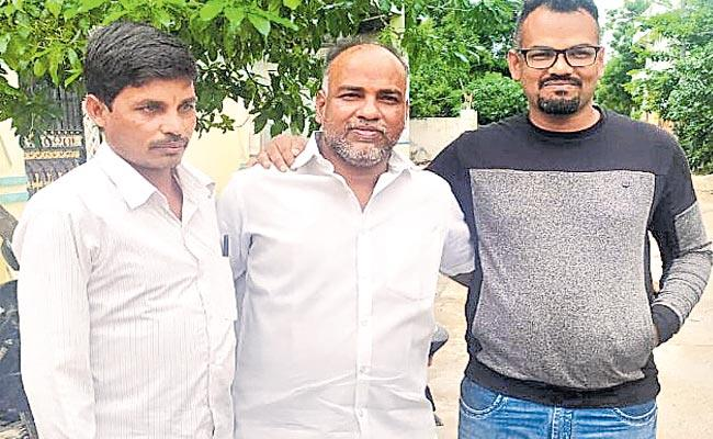 Brothers Met After 27 Years Because Of Facebook - Sakshi