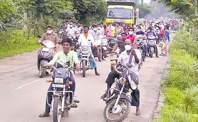 Photo Feature: Police Checking In Mahabubabad Godavari Flow In Basara - Sakshi