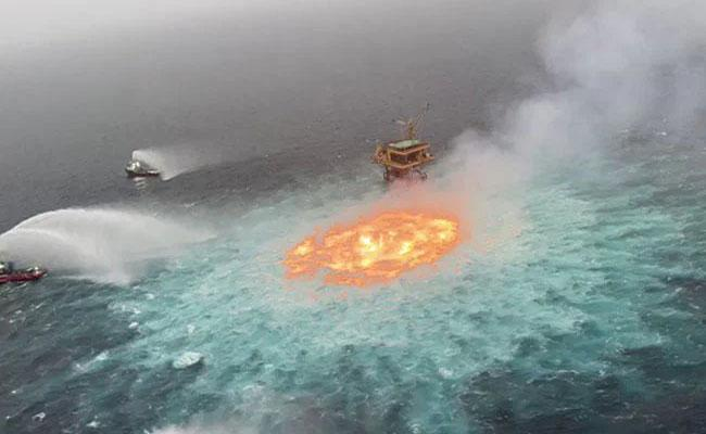 Fire Rages In The Middle Of Ocean Near Mexico - Sakshi