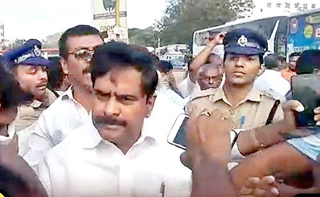 Petition Filed Vijayawada Court To Give Devineni Uma Into Police Custody - Sakshi