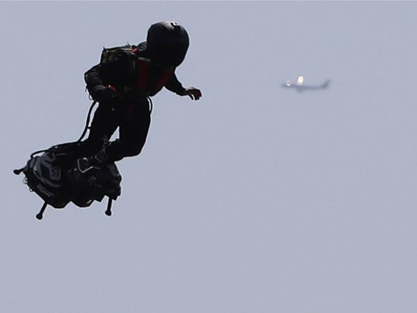 Mystery Jetpack Man Spotted Near LA Airport Security Concern On Debt - Sakshi