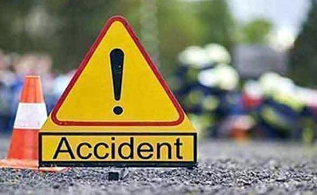 Two Women Slain as lorry rams scooty In Kovvuru - Sakshi