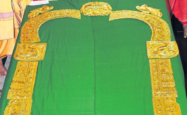 Swarna Makara Thoranam for Arasavalli Lord Suryanaryana Swamy - Sakshi