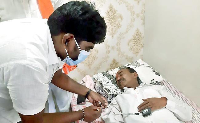 Etala Rajender Suffering With Fever, Leg Pains In Padayatra - Sakshi