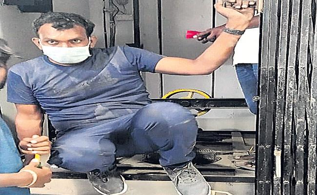 Lift Accident Tragedy In Hyderabad - Sakshi
