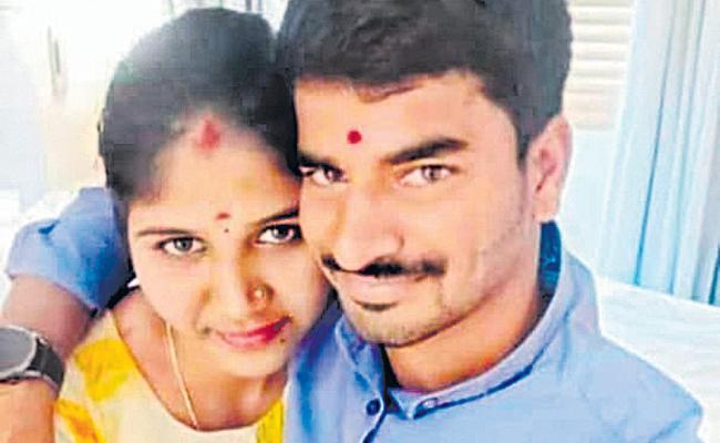 Lovers Ends Their Life In Lemon Tree Hotel Madhapur - Sakshi