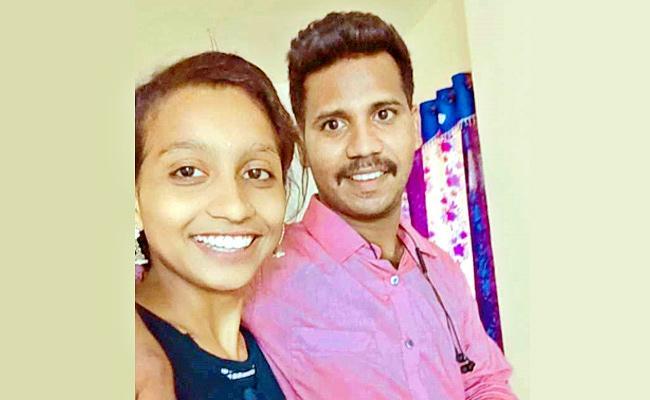Girl Protect Her Lover Home In West Godavari District - Sakshi