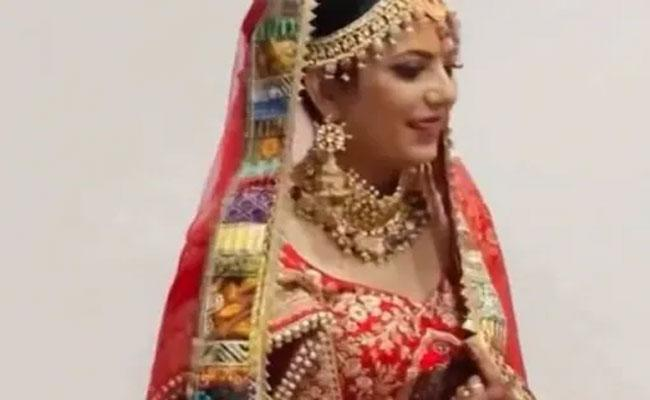 Bride Surprised To See Bed Of Flowers And Asked Question Video Goes Viral - Sakshi