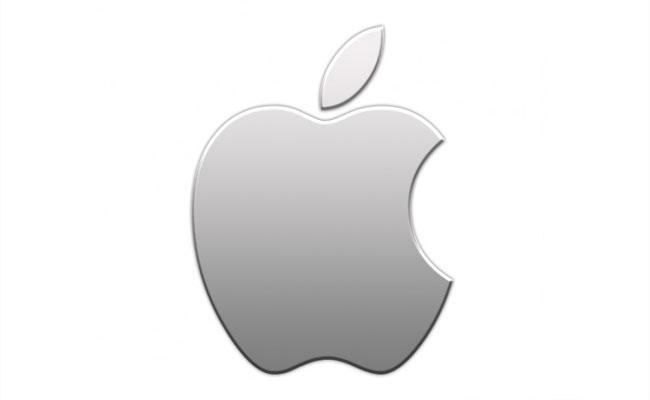 Apple CEO Tim Cook Warned About Global Chip Shortage - Sakshi