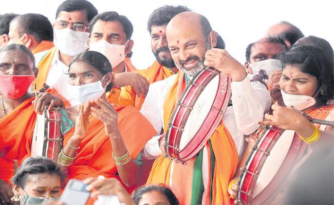BJP Chief Bandi Sanjay Slams To CM KCR - Sakshi