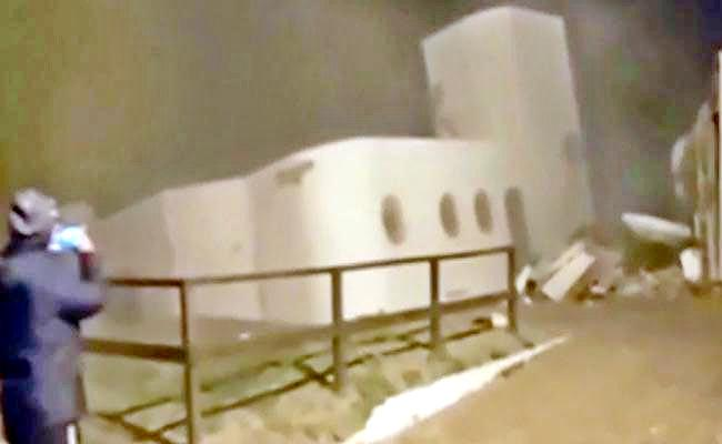 Two Storey House Falls Collapses Into Sea Video Viral - Sakshi