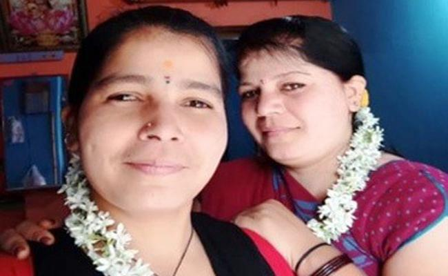 Karnataka: Sisters Assassinated Found Lifeless In Davangere - Sakshi