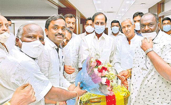 Dubbaka Leaders Meet With CM KCR At Pragathi Bhavan - Sakshi