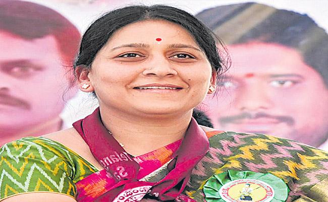 Mahabubabad MP Maloth Kavitha Get Relaxation In 6 Months Jail Case AT TS HC - Sakshi