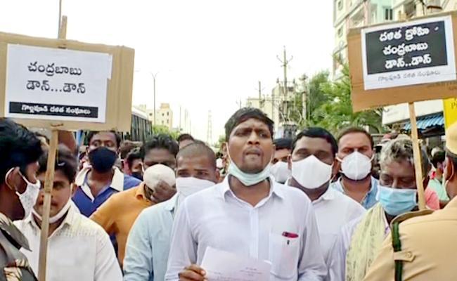 Dalit Groups Attempt To Resist Chandrababu Gollapudi Visit At Krishna District - Sakshi
