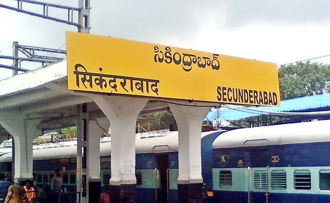 Woman passenger tried to board moving train Daring RPF staff saved - Sakshi
