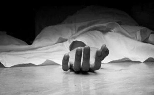 Man Commits Hang Yourself Wife Went To In Laws House - Sakshi