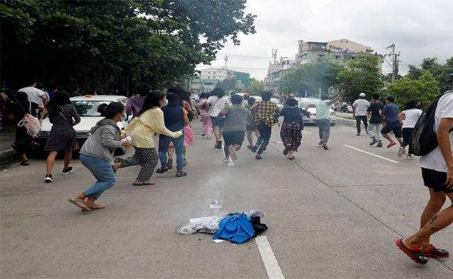 25 Killed In Myanmar Clashes Between Army And Anti Junta Fighters - Sakshi