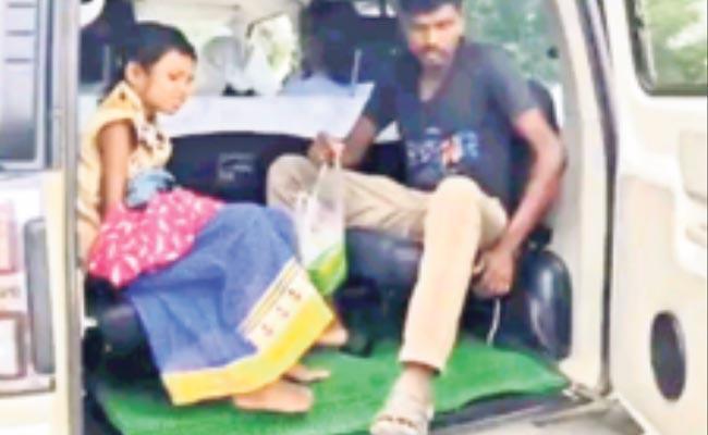 Malkangiri Collector Helps Accident Victims - Sakshi