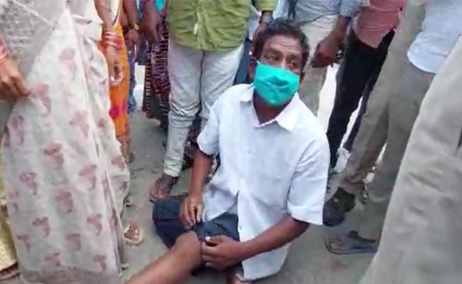 Police Over Action In CM KCR Sircilla District Tour - Sakshi