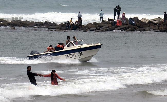Photo Feature: Weekend Full Of Visitors At Rushikonda Beach - Sakshi