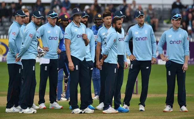 Eng Vs Pak: 3 England Players And 4 Staff Members Test  Corona Positive - Sakshi